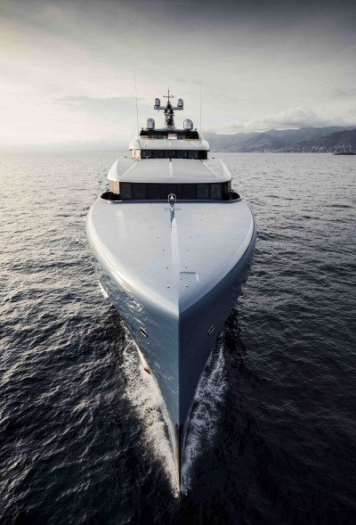 Superyacht AVIVA, tennis court included