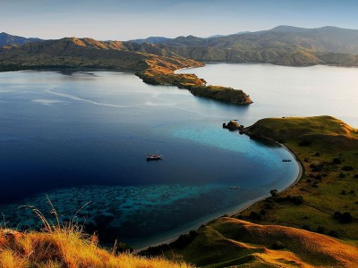 Yacht Charter: S/Y Tiare's famous route: KOMODO (Indonesia)